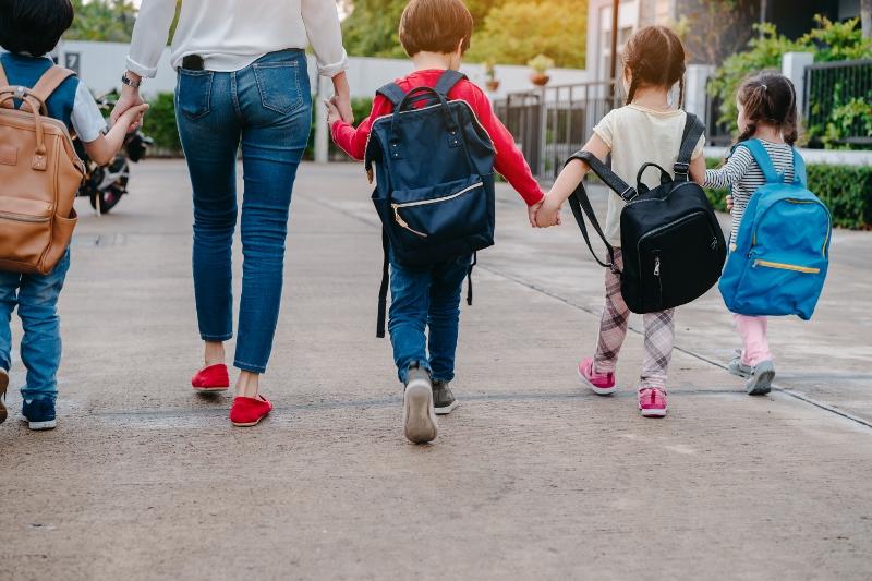 Rientro a scuola: zaini pesanti e posture scorrette