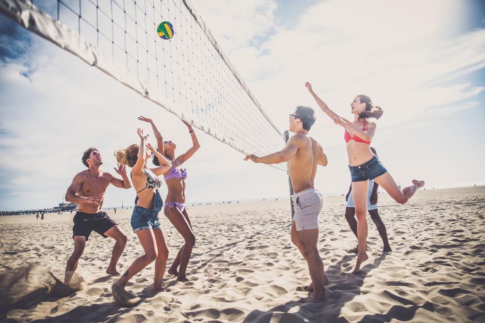 Beach volley: praticare lo sport in modo corretto per evitare infortuni