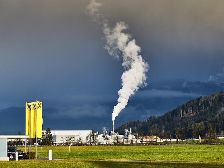 Emissioni in atmosfera in assenza di autorizzazione: è reato anche se non si superano i valori limite